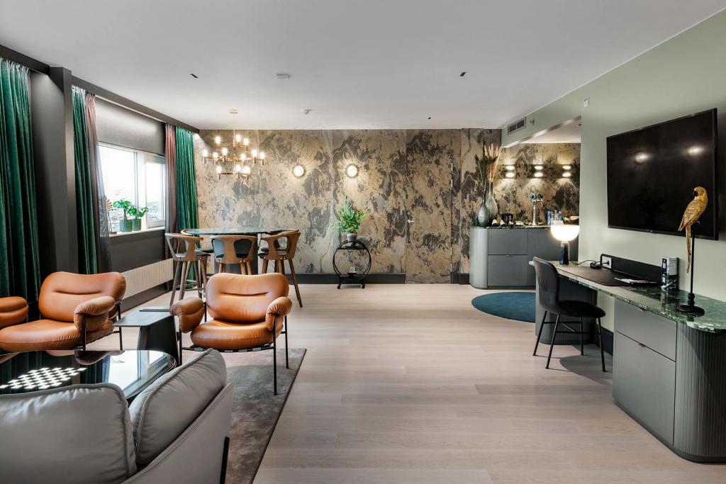 SeniorSuite_Livingroom_2